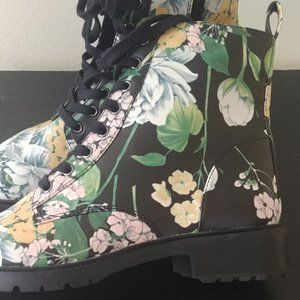 NEW 🌺 Steve Madden Officer Floral Combat Boots